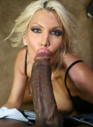 Black fella with massive shaft gives blonde cougar dicking she wanted so much