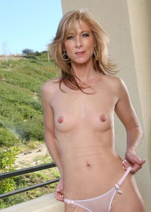 Underweight blonde mature not shy to demonstrate her undressed body outdoors on balcony