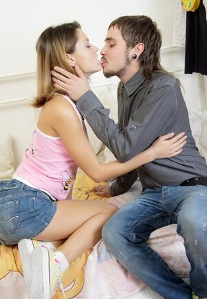 Sweetie copulates with inked boyfriend until he is ready to explode with jizz